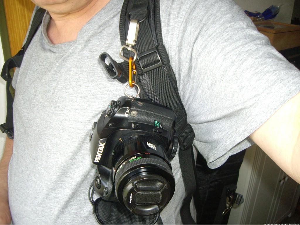 kamera an rucksack